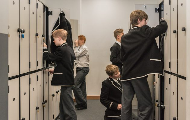boys_at_locker
